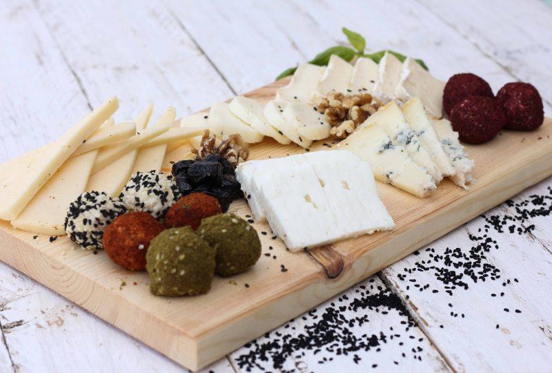 מגש גבינות קשות