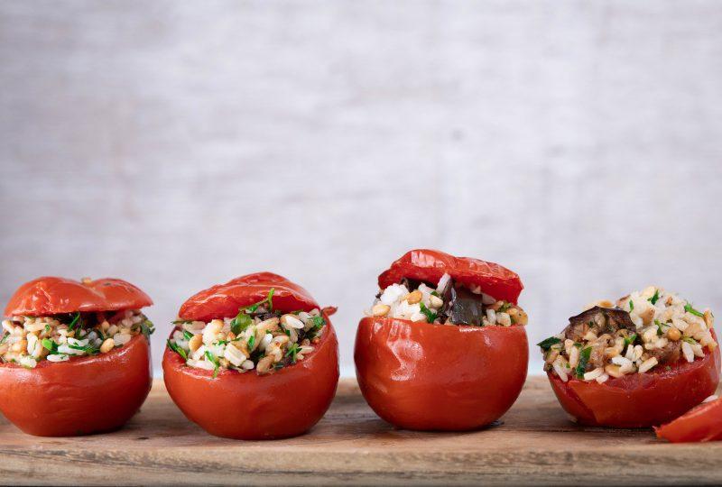 עגבניות ממולאות באורז וחצילים